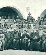 P. Semeria durante la guerra in un'adunara di Cappellani militari con Vescovo Castrense Mons. A. Bartolomasi, D. Rubino e D. Minozzi.