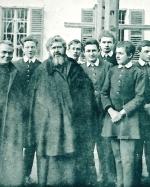 P. Semeria tra un gruppo di convittori al Real Collegio di Moncalieri.