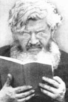 P. Semeria mentre legge un libro