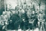 P. Semeria durante la guerra in un convegno al fronte con il P. Vigorelli, Generale dell'Ordine, insieme ai confratelli cappellani e soldati.