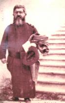 """P. Giovanni Semeria con le """"stellette"""" sulla veste."""