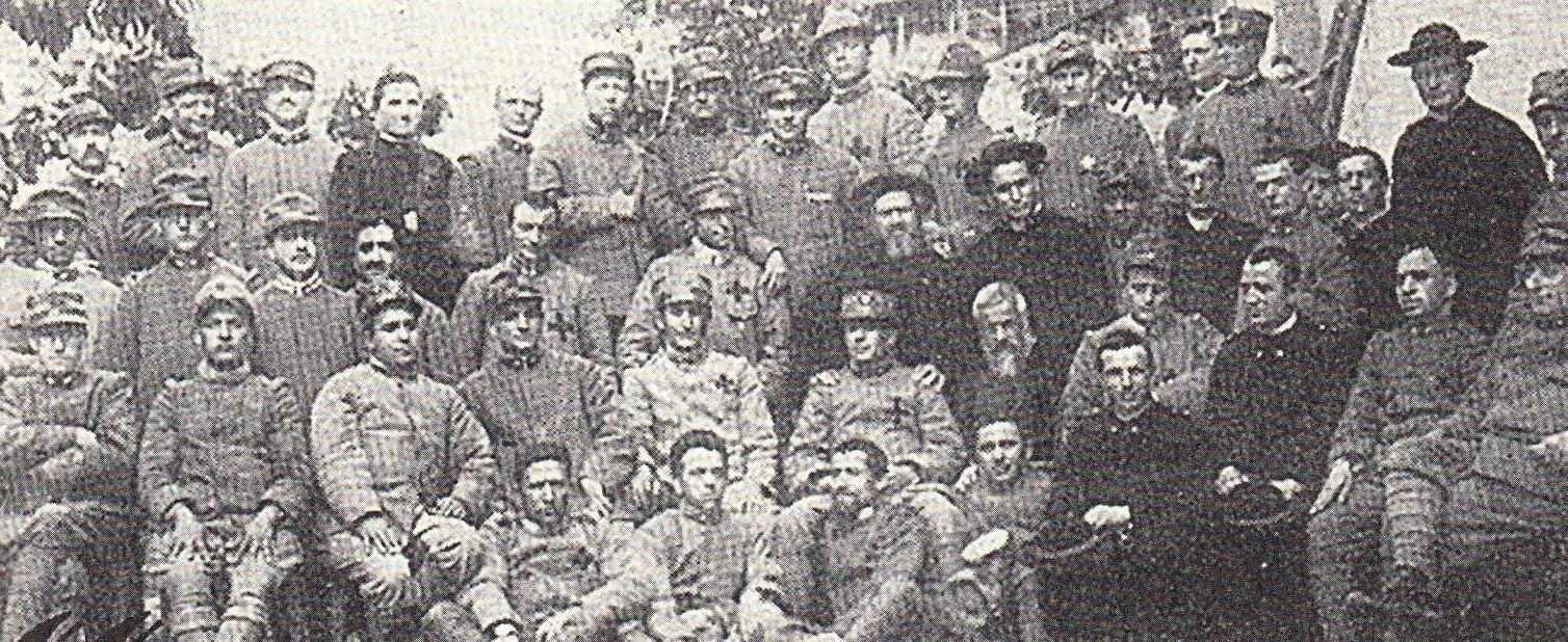 P. Semeria e Don Minozzi con un gruppo di cappellani militari.