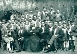 P. Semeria tra i fanciulli e i benefattori della Colonia di Grossoney diretta da P. Domenico Fortini Barnabita.