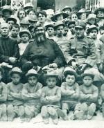 P. Semeria in visita ad una delle colonie per gli orfani di guerra a Tenda (1918).